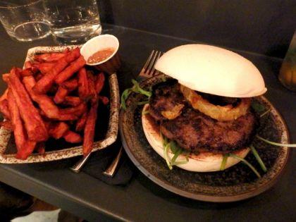 Siseng_Paris_beef bao burger
