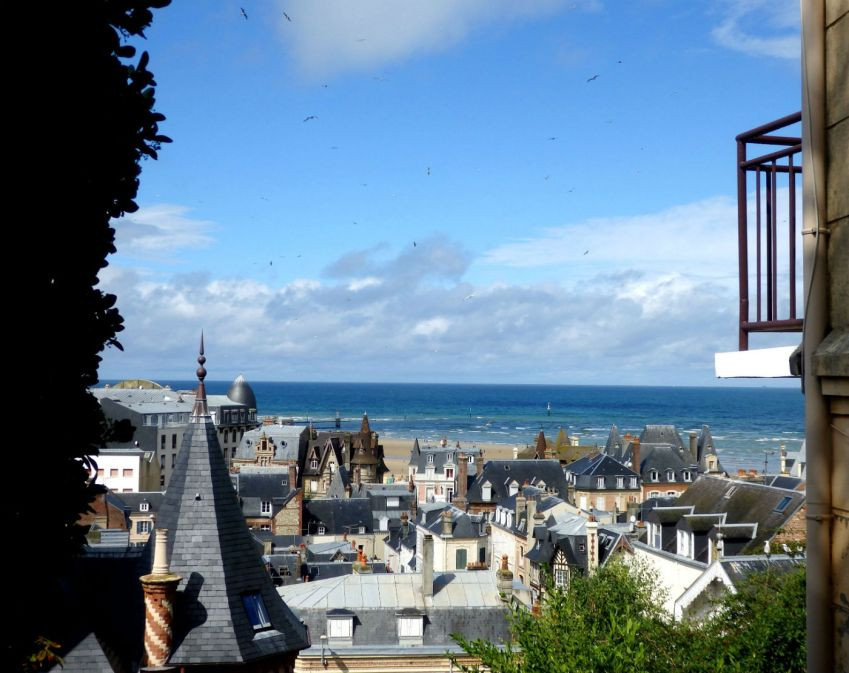 Rooftops and beach_Trouville