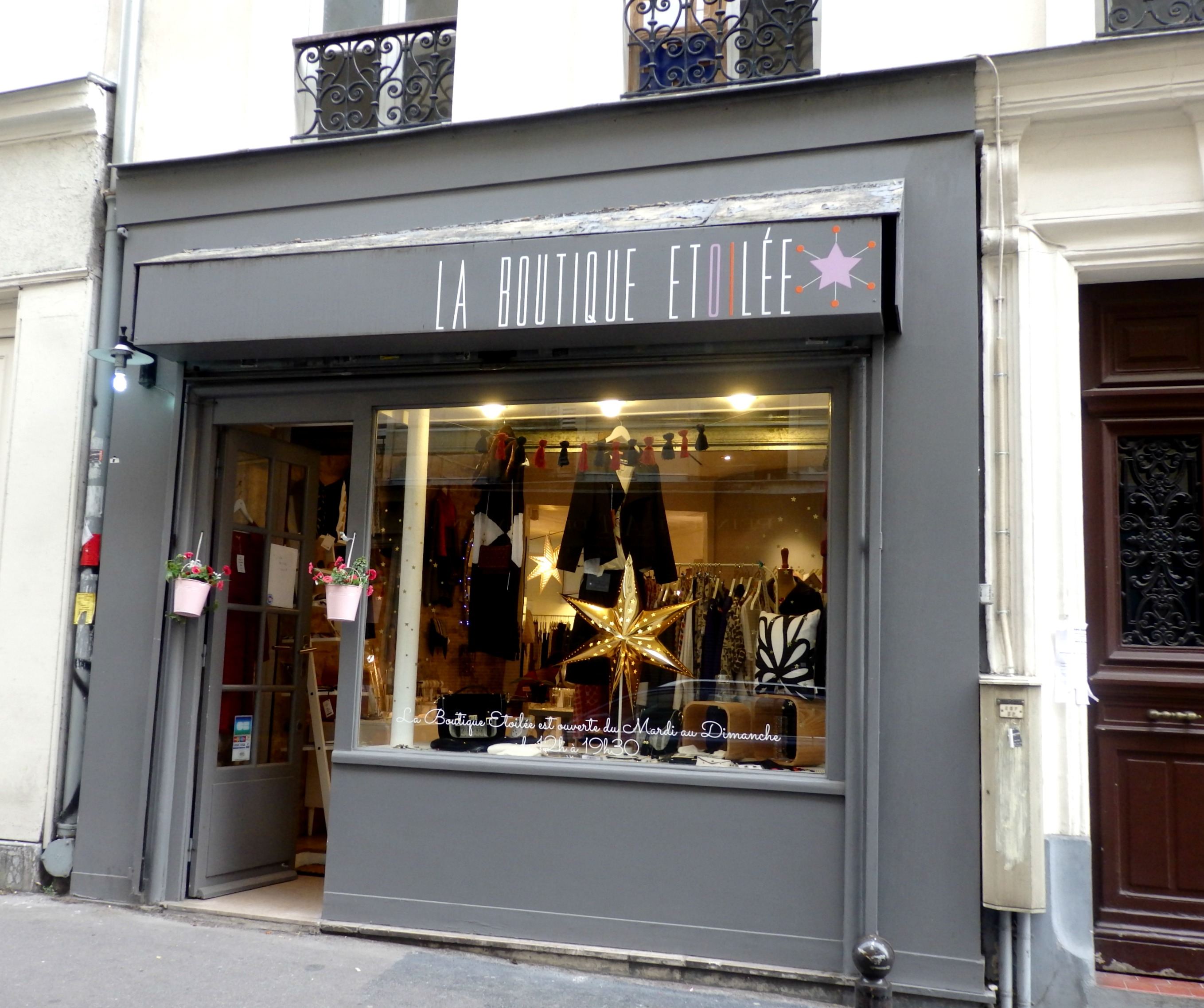 paris shopping my top 5 shops in montmartre when in need. Black Bedroom Furniture Sets. Home Design Ideas
