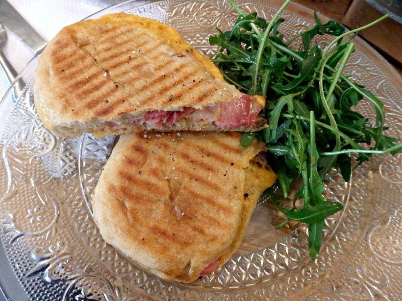 cafe-pimpin_paris_truffle-ham-cheddar-toastie